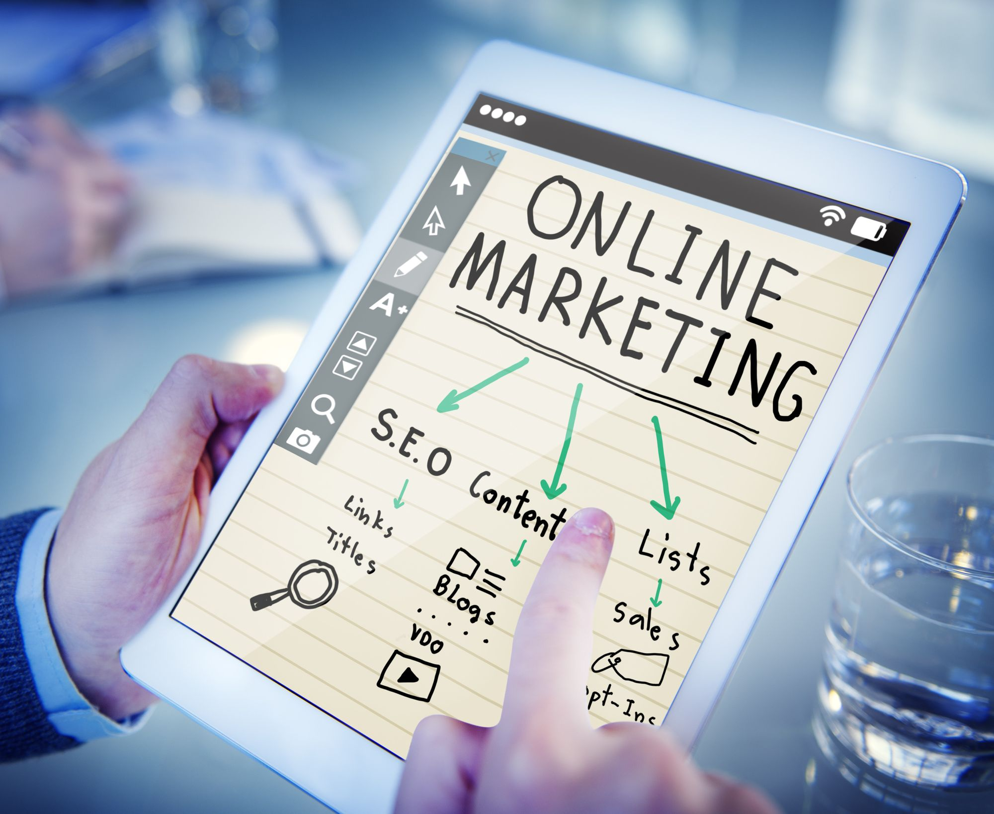 What are the roles available in the field of digital marketing?